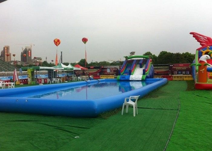 grande piscine gonflable bleue d 39 enfants avec la glissi re pour des piscines d 39 inground. Black Bedroom Furniture Sets. Home Design Ideas